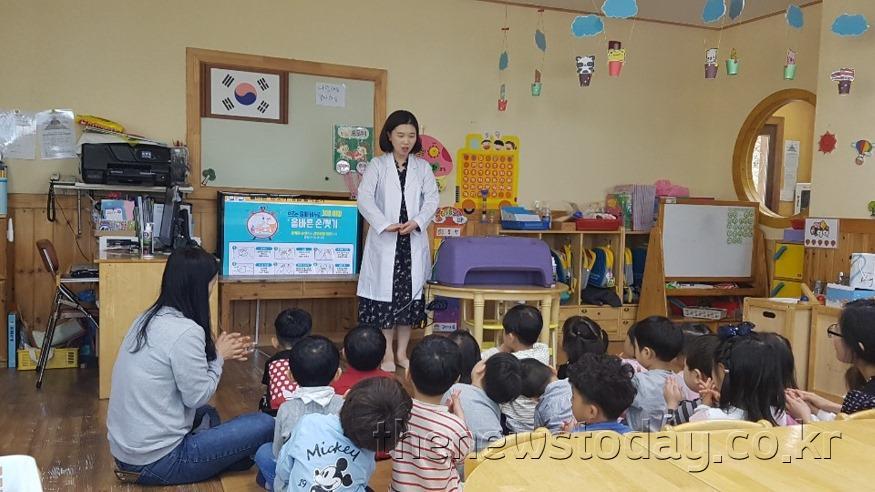 2. 보건소 유치원 손 씻기 교육 장면.jpg