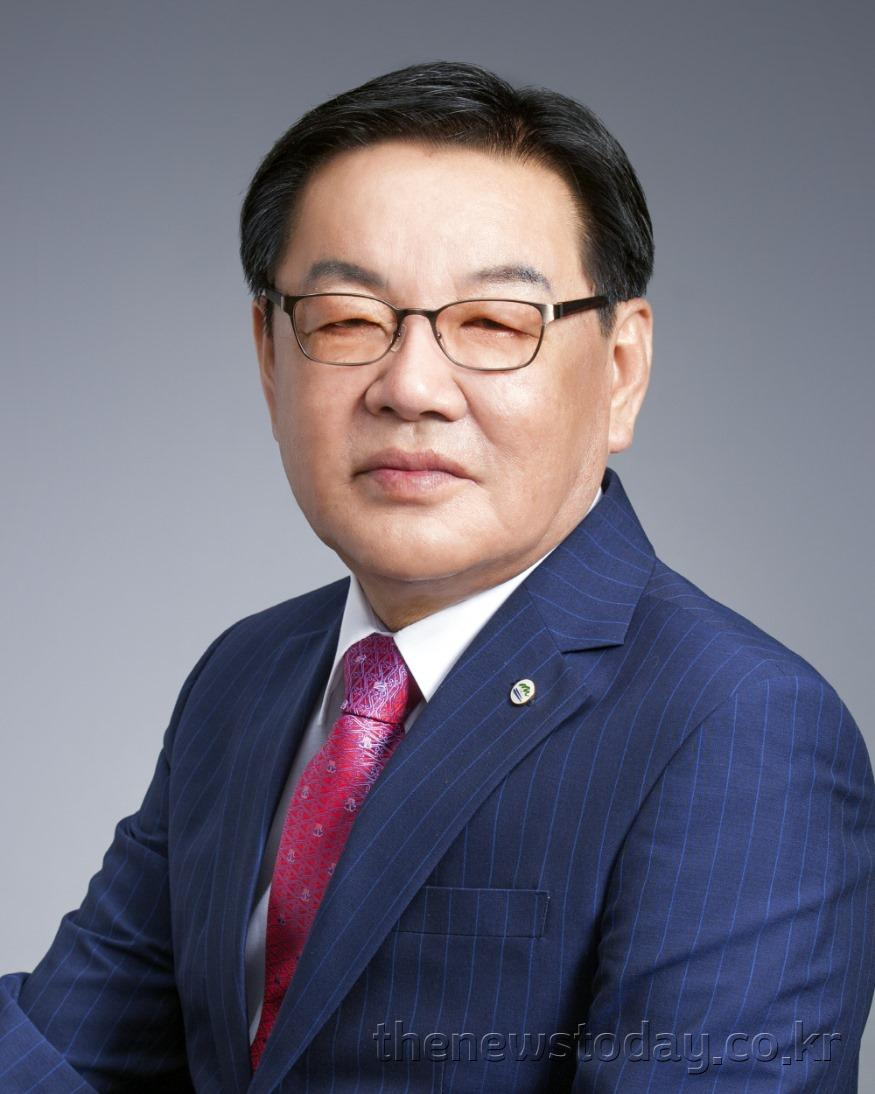 최홍묵계룡시장 사진.jpg