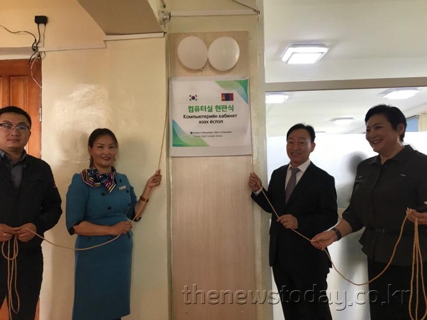 왼쪽부터 몽골 교육부 대외협력국 알탕빌렉, 에르디밍 어르길 학교 어용토야 교장, 설동호 ~.jpg