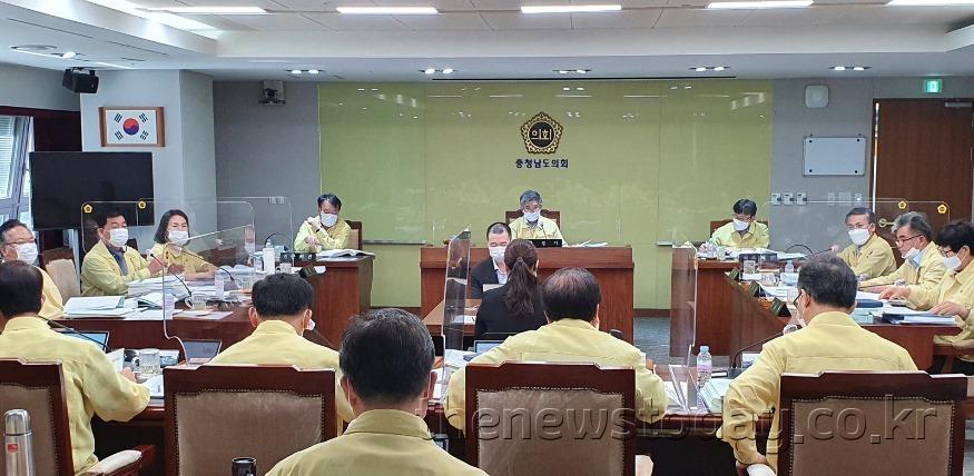 200904_제324회임시회-교육위3차회의 (1).jpg